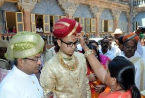 A 23 ans, Yaduveer Krishnadatta Chamaraja Wodeyar est tout juste diplômé et déjà maharadja