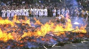 La Marche sur le feu : Surnaturelle ou naturelle ?