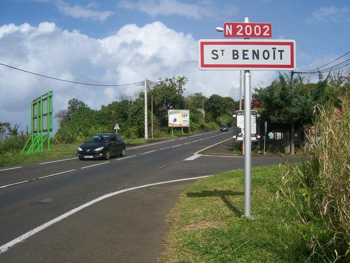 LA CHAPELLE ARDENTE DE ST-BENOÎT INTERDIT L'ENTRÉE D'UNE DÉPOUILLE MALBAR