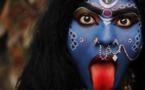 Qui est Kâlî, outre la mère destructrice et créatrice du cosmos ?
