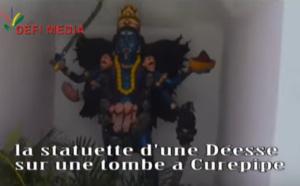 MAURICE : LA STATUETTE D'UNE DÉESSE SUR UNE TOMBE