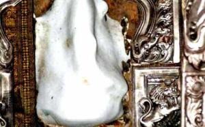 ANCIEN TEMPLE BLANC DE GANESH : MURTI FABRIQUÉ À PARTIR DE LA FORME DE LA MER
