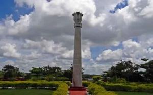 L'étonnant pilier en fer de Delhi (Inde)