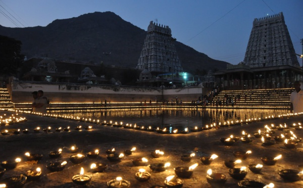 Pourquoi et comment célébrons-nous la Karthigai Deepam ?