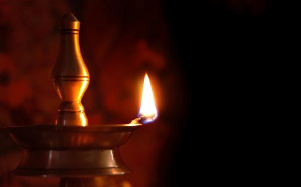 L'IMPORTANCE DE L'ECLAIRAGE D'UNE LAMPE DANS L'HINDOUISME