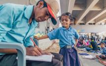 INDE : À NEW-DELHI, DES ÉCOLES DE FORTUNE S'IMPROVISENT SOUS LES PONTS